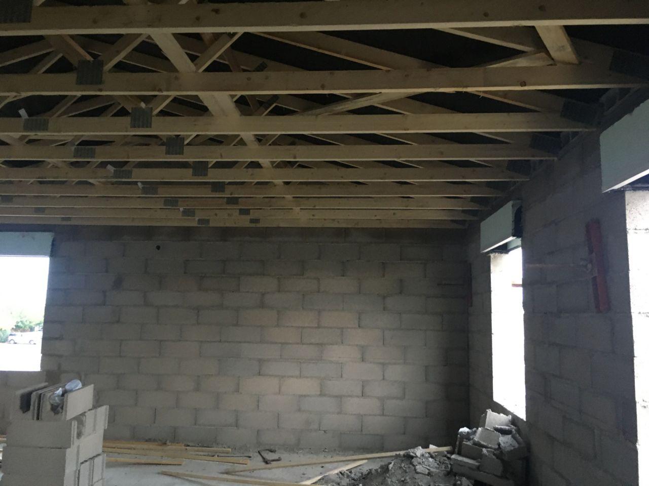 les fermettes à l'étage avec l'écran sous toiture