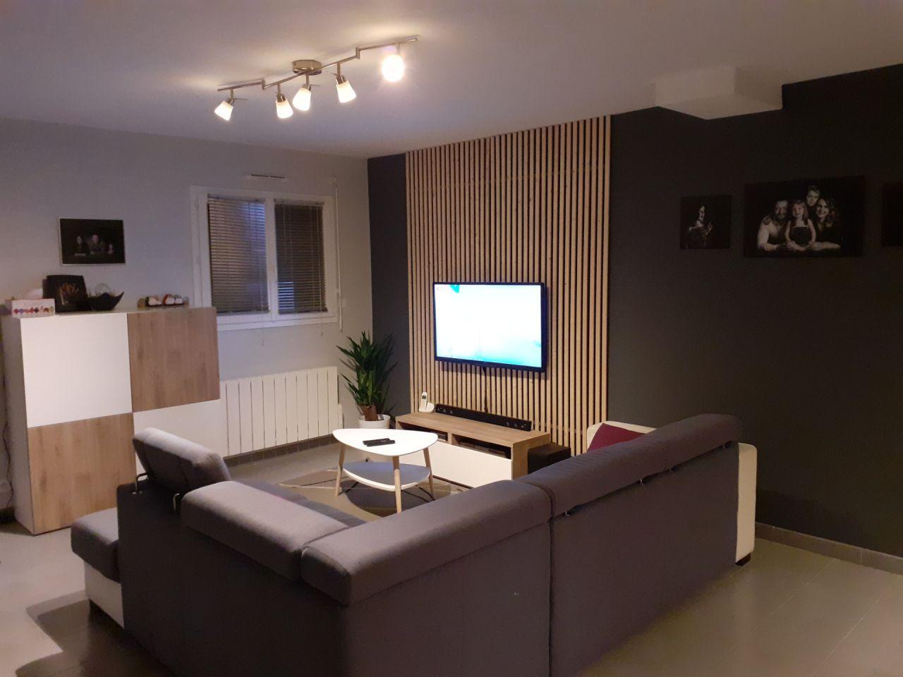 Changement de decoration Salon => fabrication maison du décor derrière la tv  Avec tasseaux de bois
