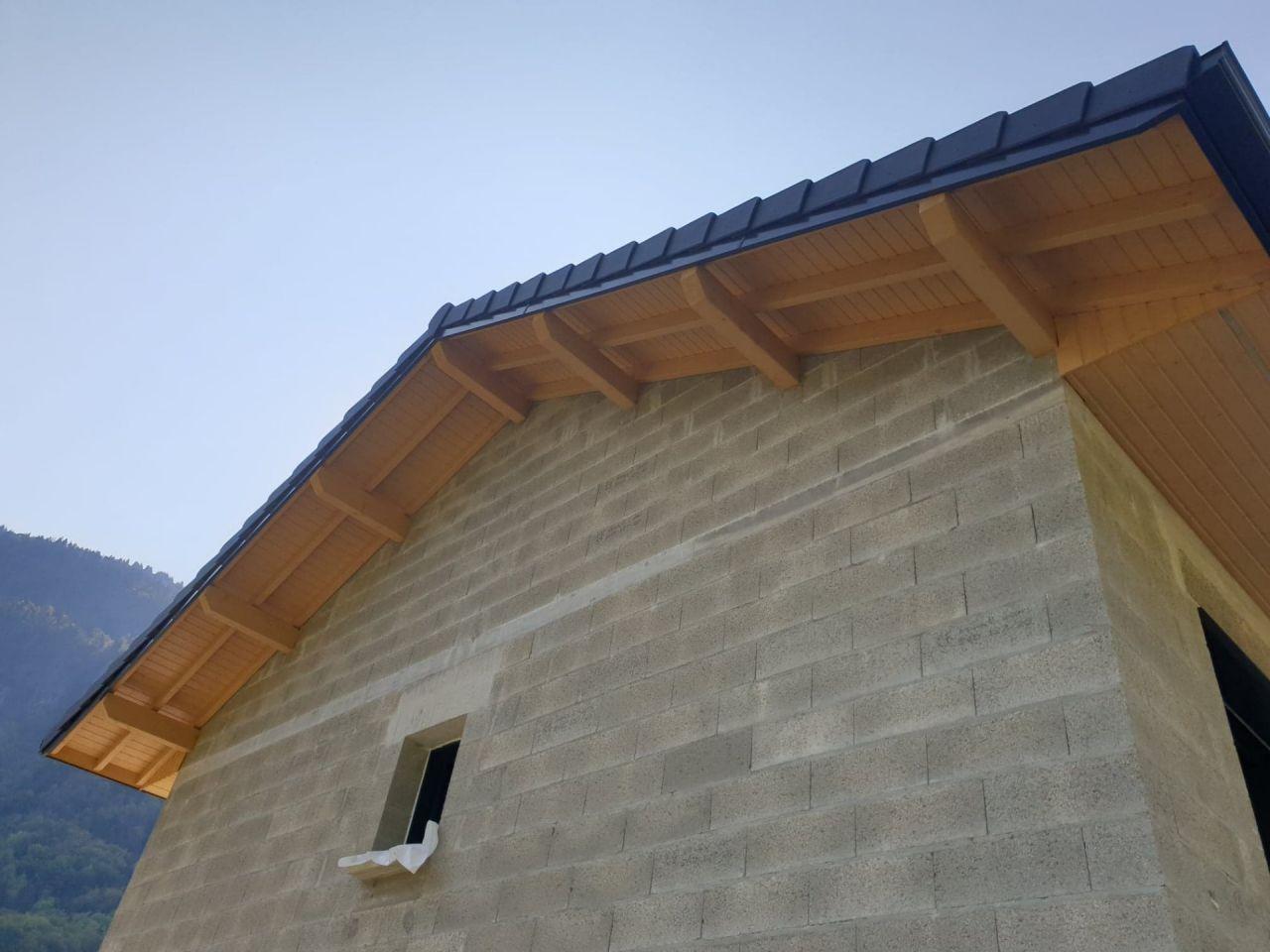 peinture des débords de toit, couleur bûche.