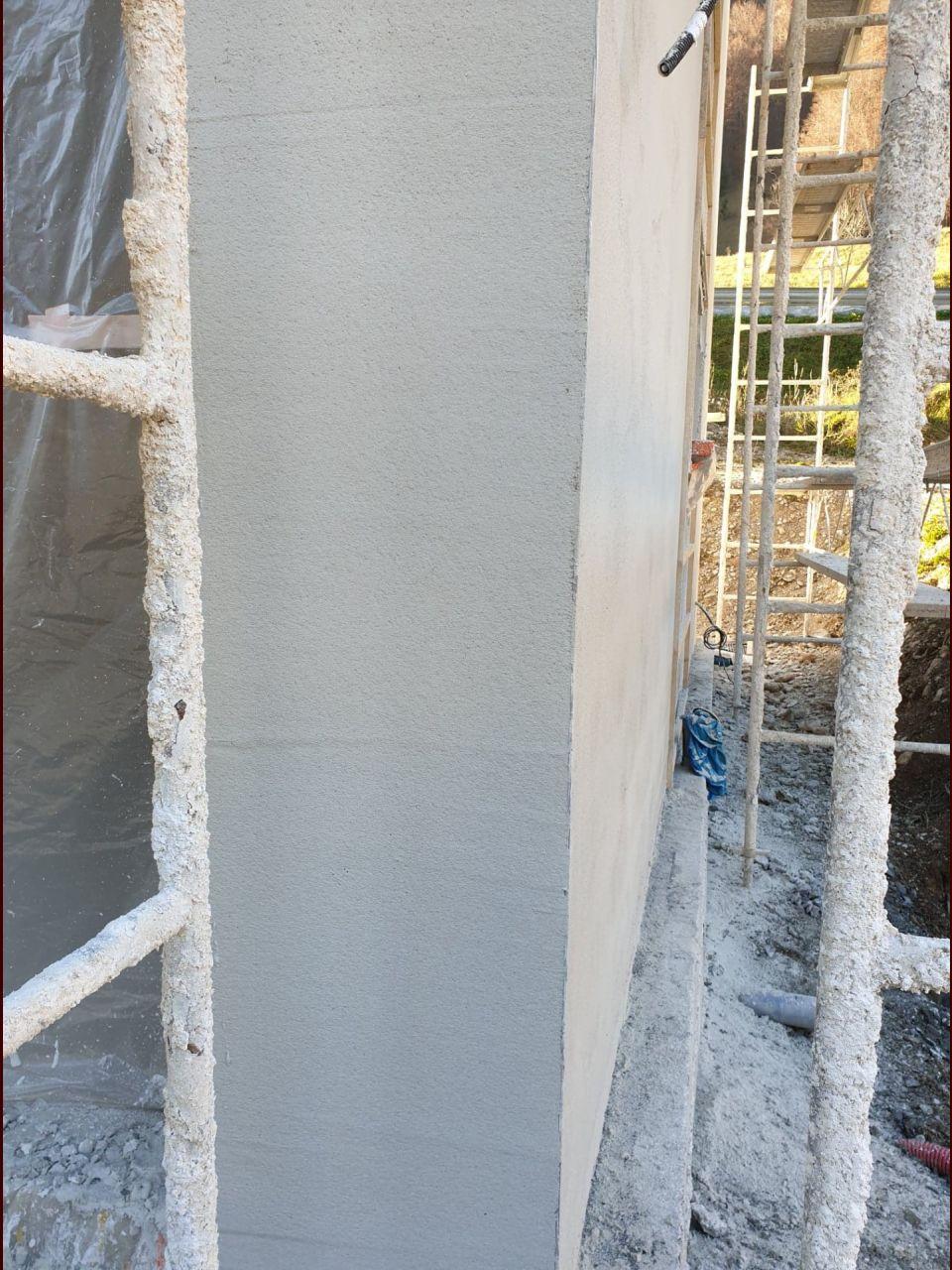 première couche de crépis (couleur choisi et le gris antarctique, mais pas encore sec)