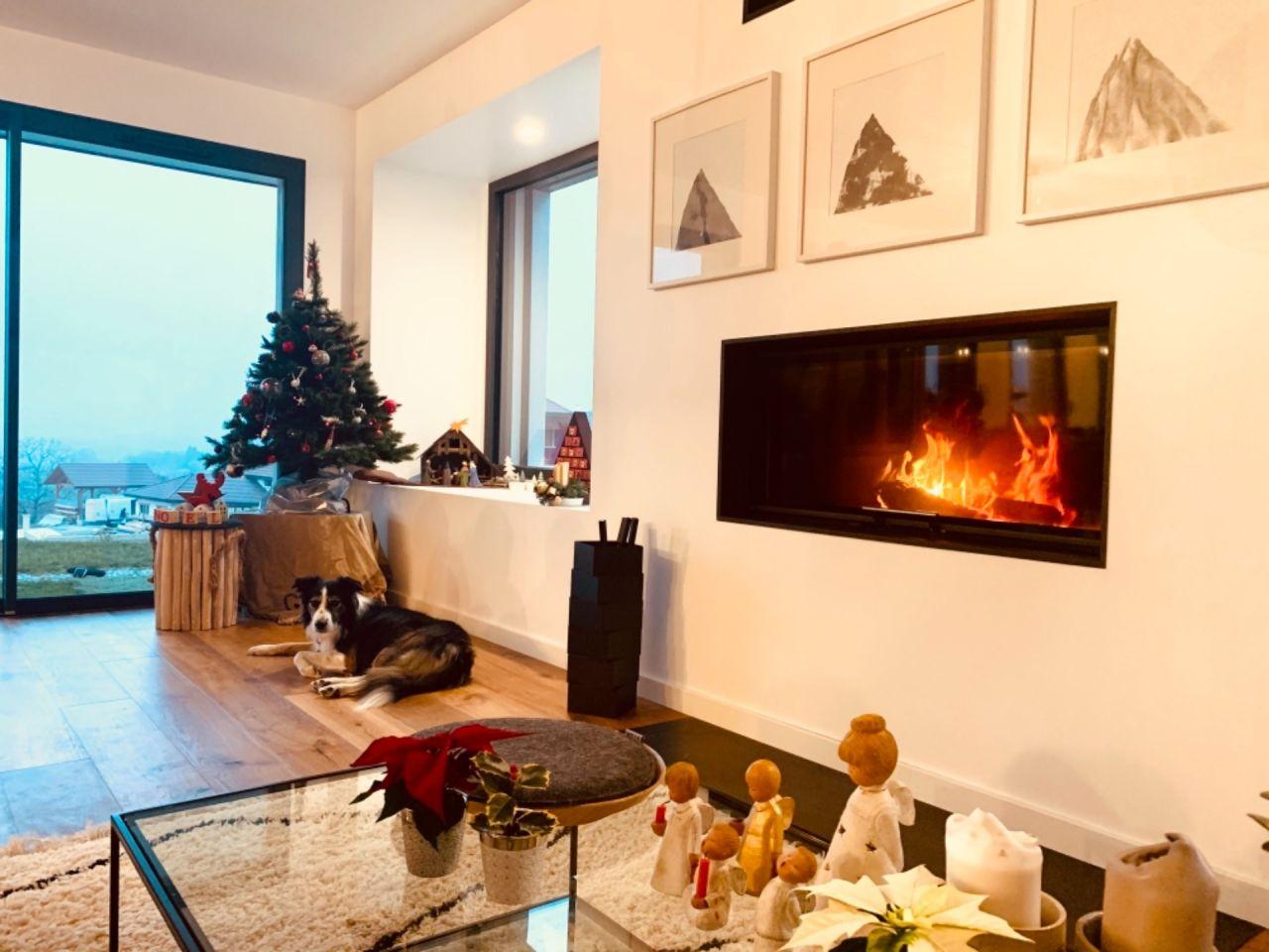 Nous avons décoré pour Noël. Dimanche, un bon feu et une déco cosy, rien de mieux.