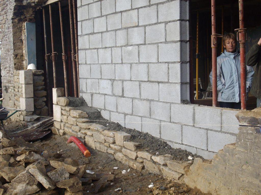 elevation des murs en pierre avec jambage en pierre de taille