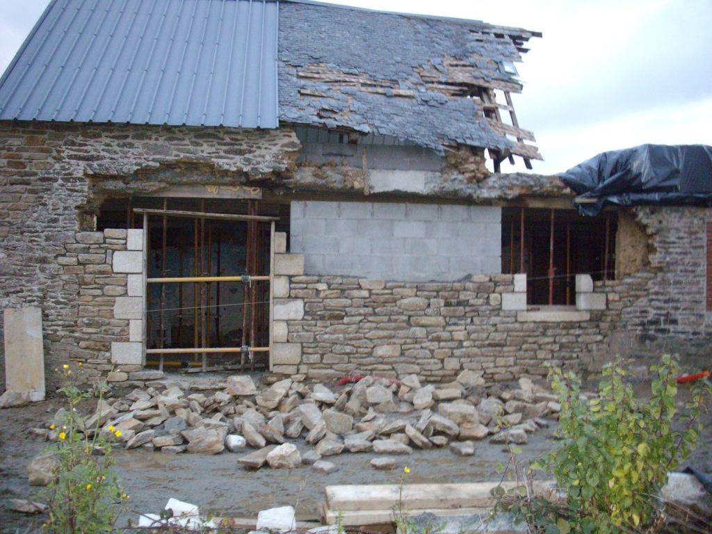 maconerie en pierre et jambage pierre de taille granit blanc