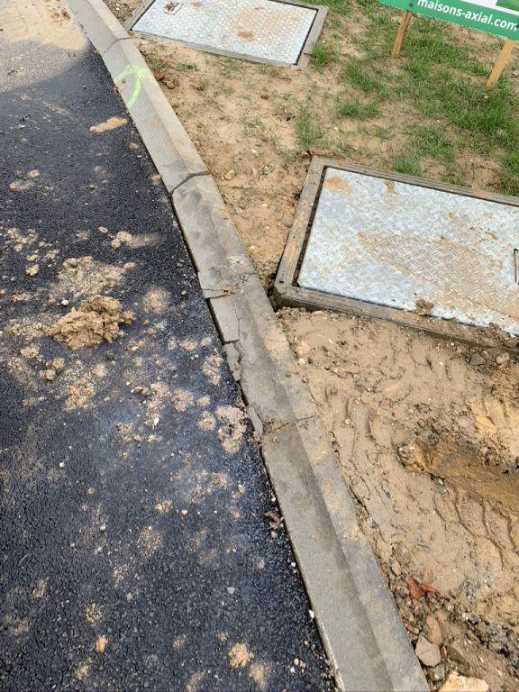 apport des concassé pour chemin et état des bordures suite au coulage fondation et livraison camions!!!!!!