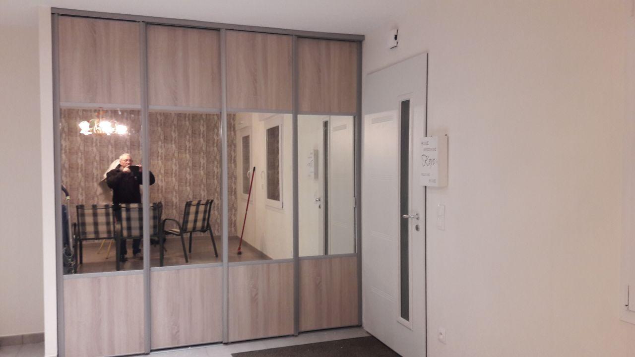 Vue du placard fabrication par mes soins portes CASTORAMA