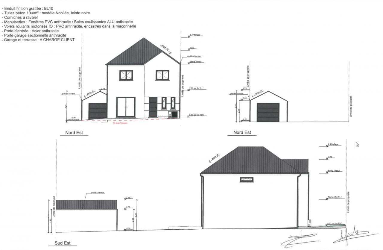 Vue de face de la maison et du garage ainsi que vue depuis la limite de propriété gauche