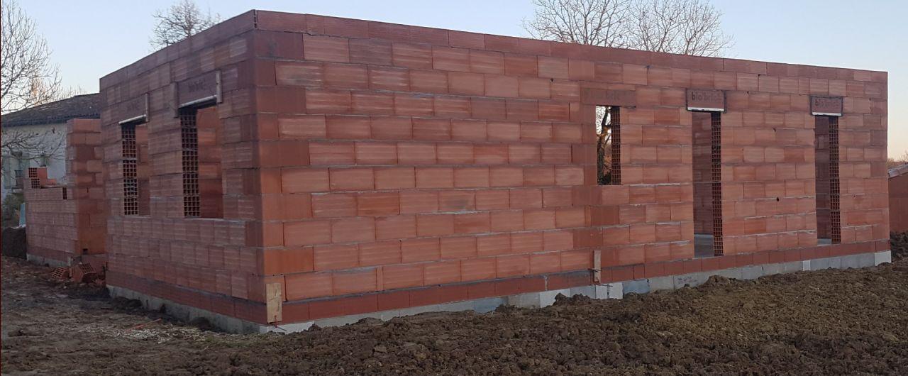 Suite et fin de l'élévation des murs côté chambre et salle de bain