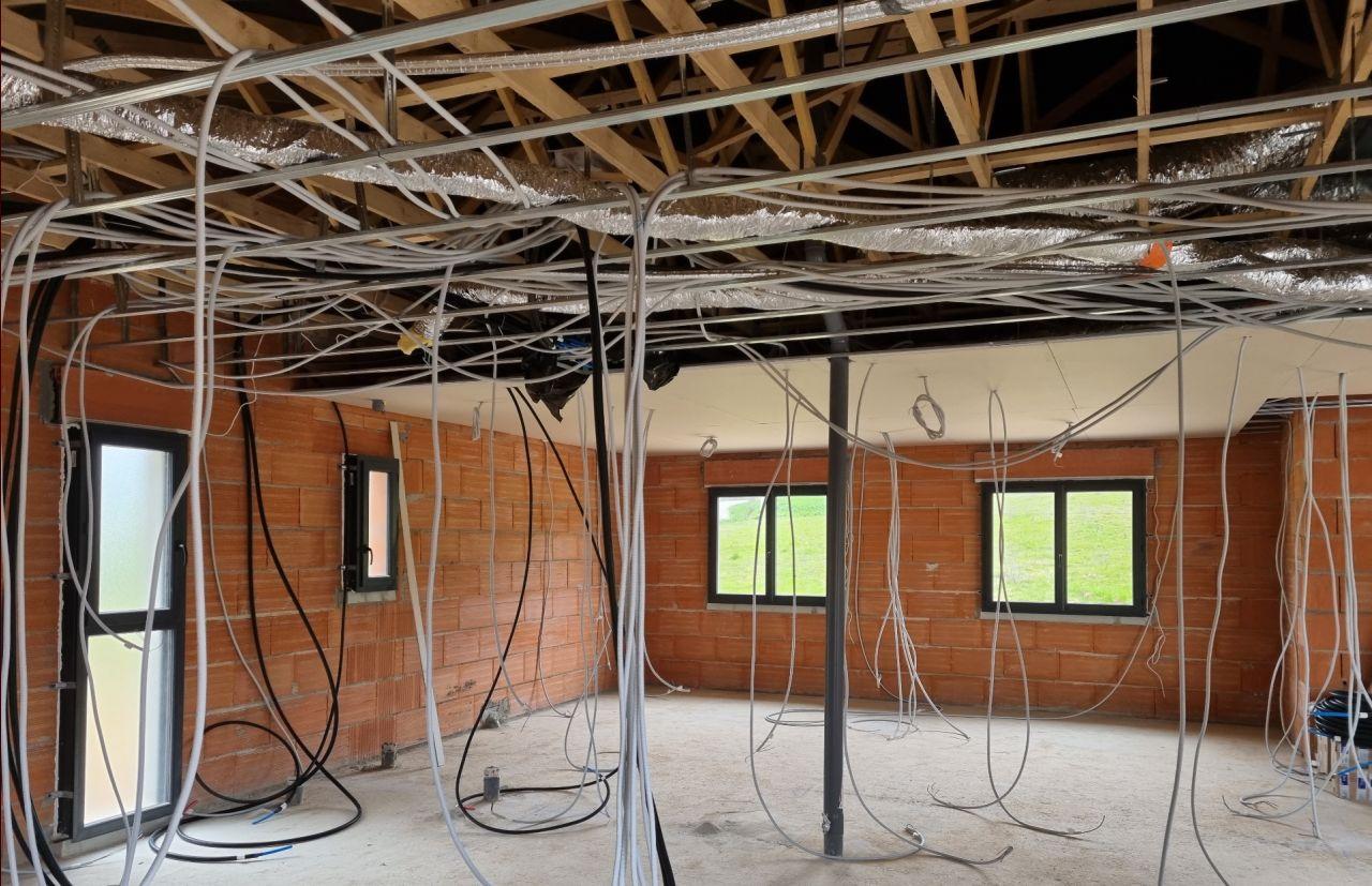 Pose plaque de plâtre du plafond