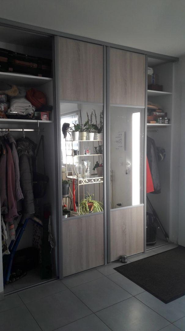 Intérieur de mes placards d'entrée zone vêtements des visiteurs <br /> 1 femmes 1 hommes