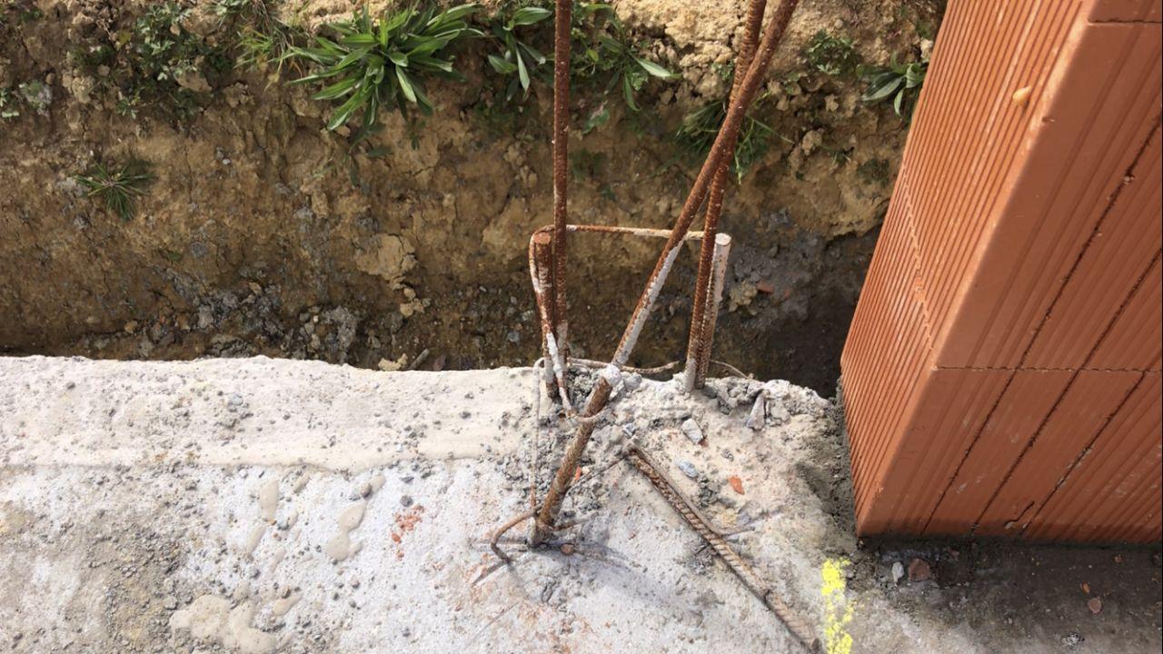 Aciers poteau sismique dans la baie