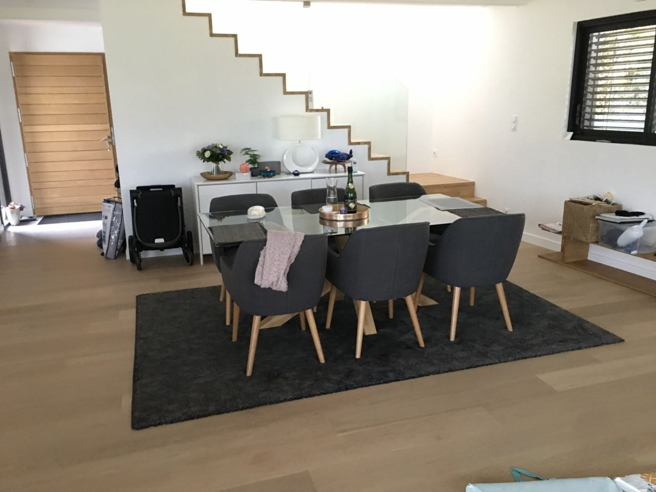 Table SAM, tapis et chaises!