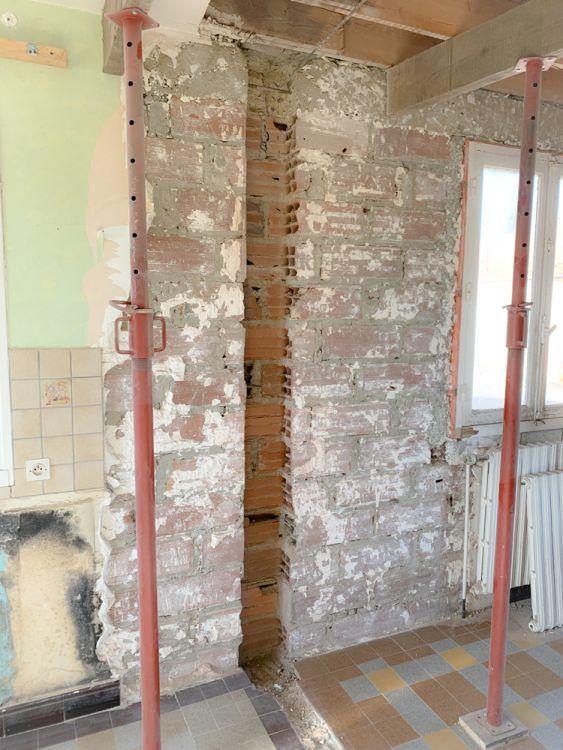 3- J'ai réaliser un décaissement de 10cm pour intégrer le poteau côté façade ainsi il ne dépasseras pas une fois la cloison intérieur fini.