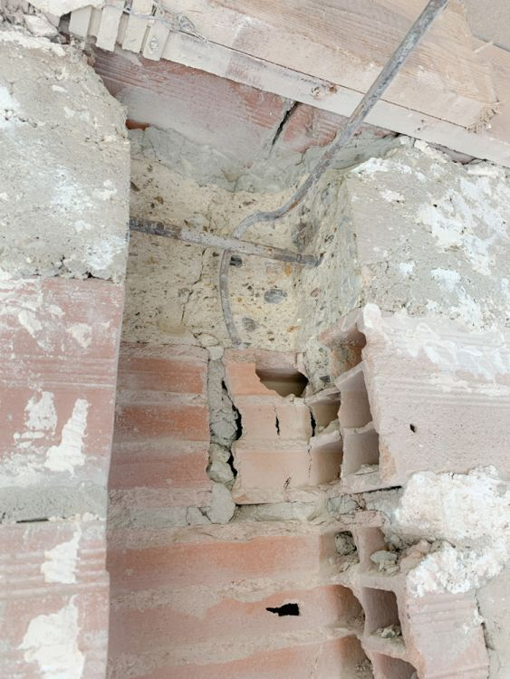 4- Détail du raccord de chainage rompu provisoirement côté mur de façade.
