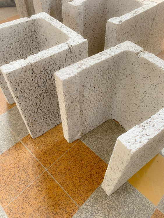 Découpage des éléments de pilier pour le poteaux semi-encastré côté façade.