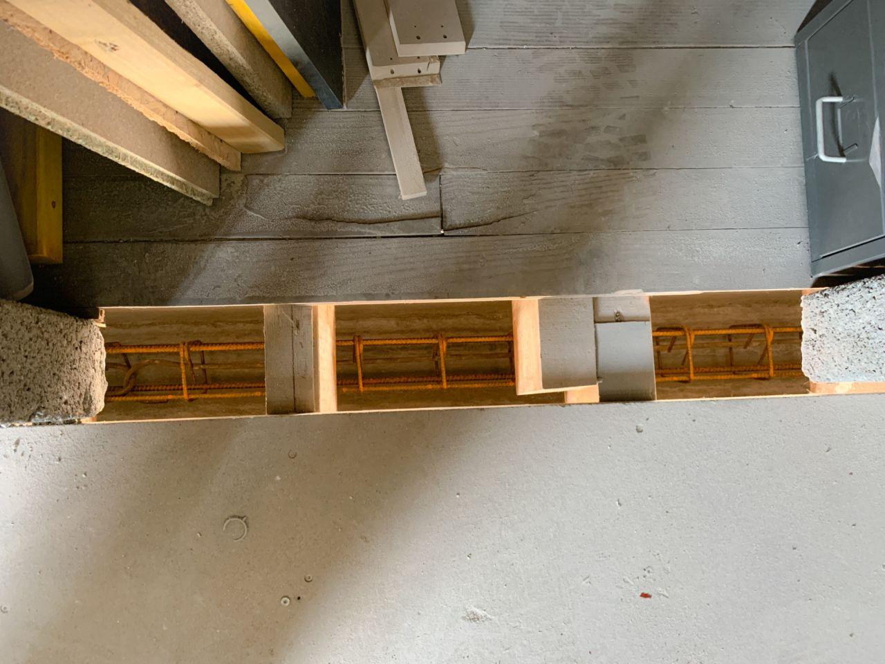 Vue de dessus, dépose d'une lame de plancher du faux grenier.