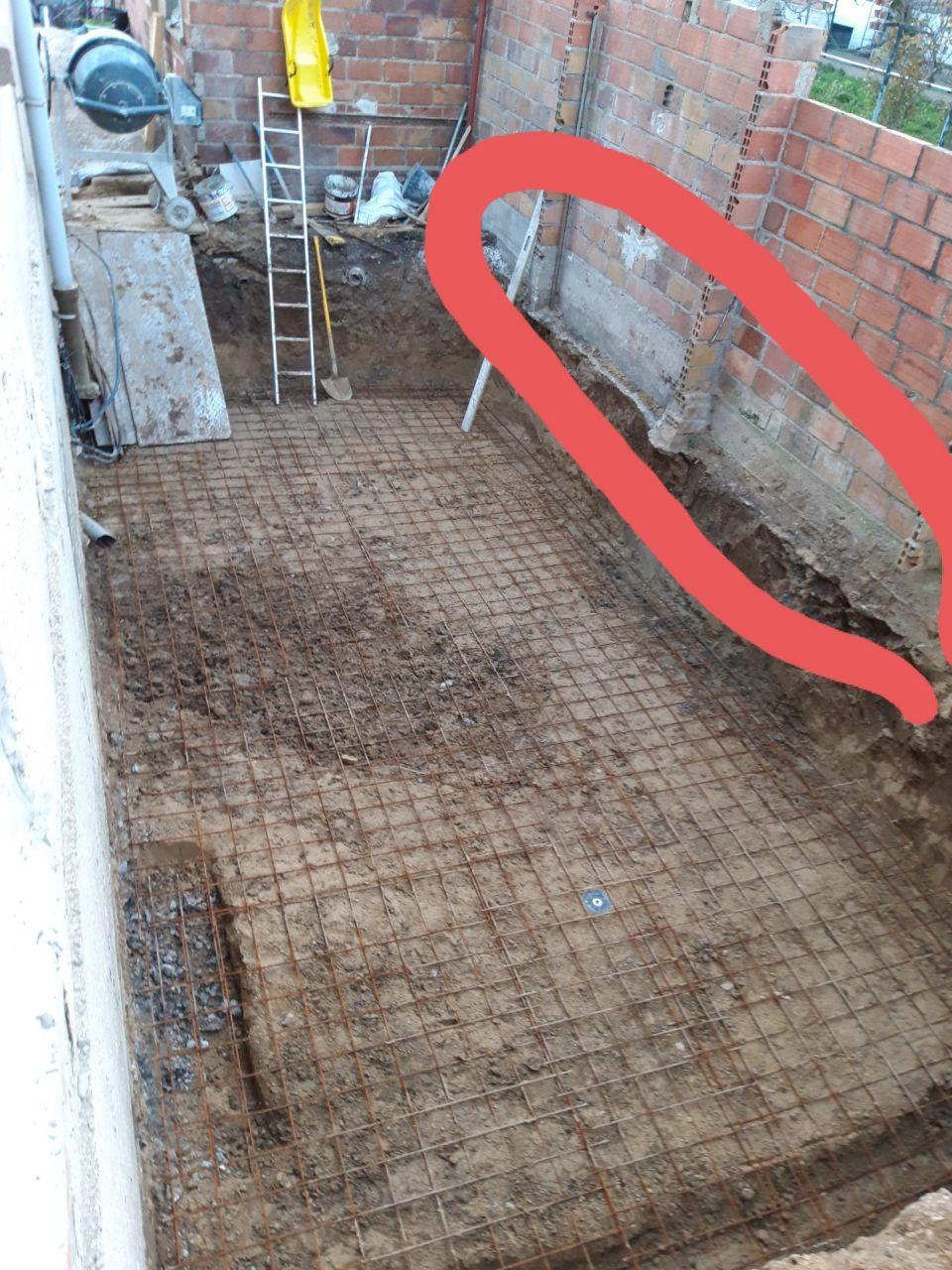 9- Fondations mur limite séparative (le mur en brique de 7cm de large a été détruit pour poser les parpaings dessus