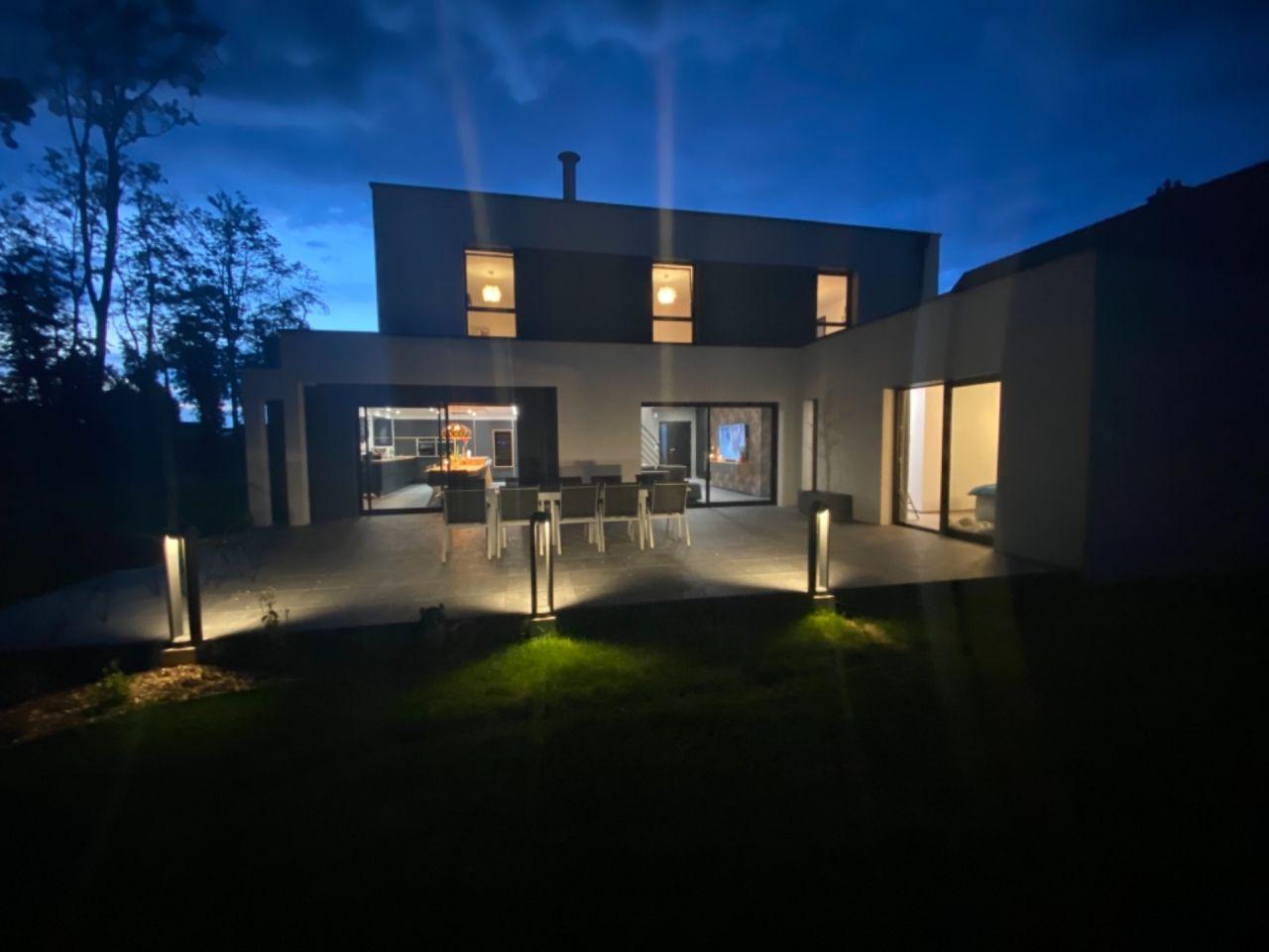 Éclairage de la terrasse en place
