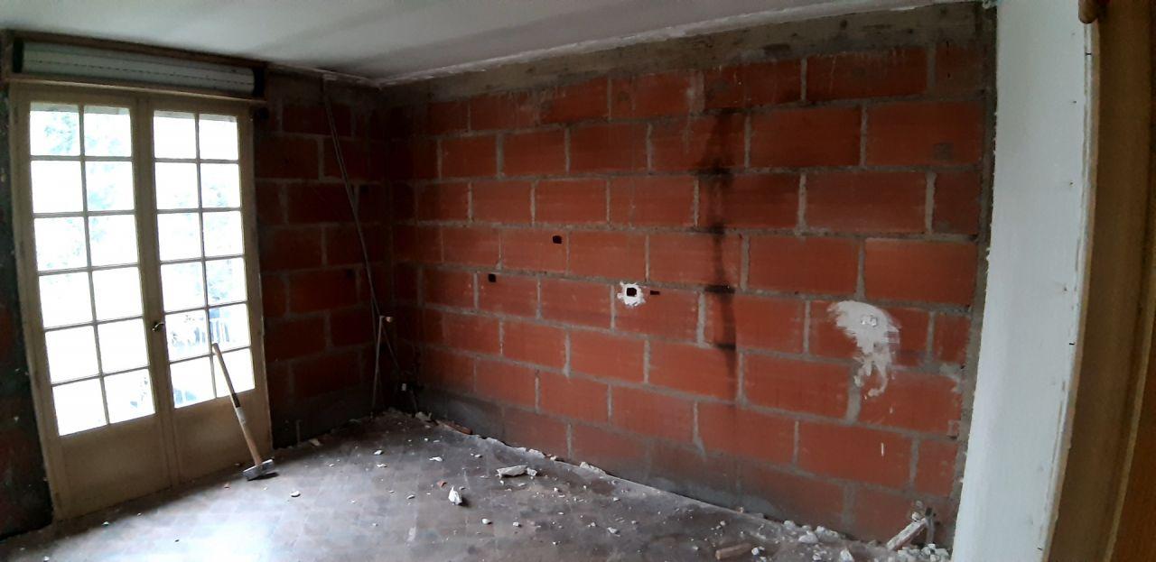 destruction de la brique et du polystirène