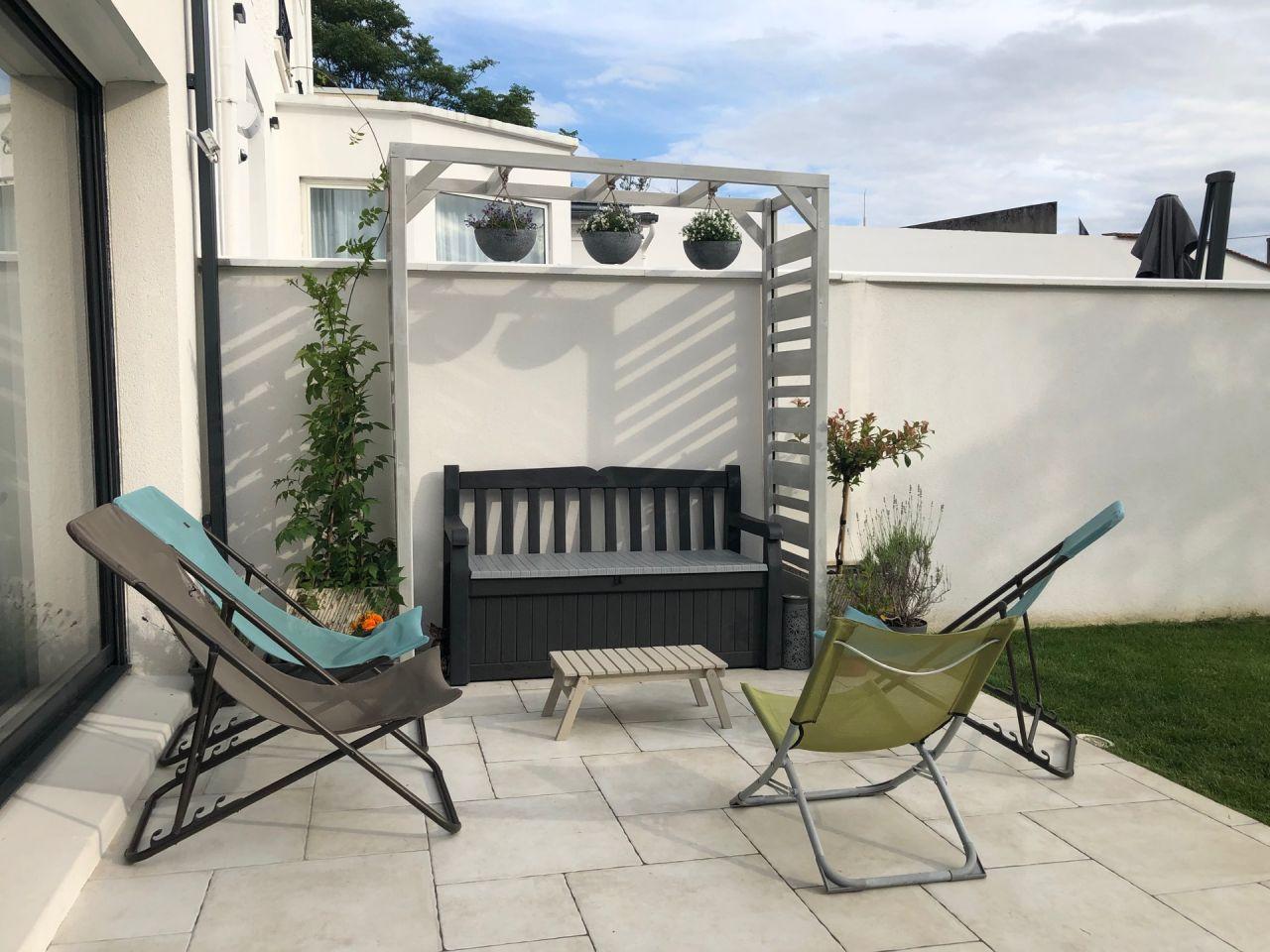 Installation de l'arche de jardin sur la terrasse