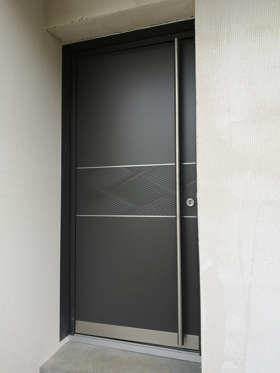 Porte d'entrée à sa place