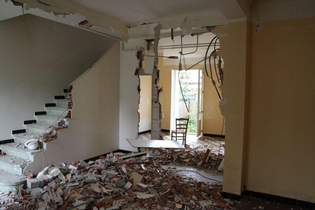 d but des travaux d molition escalier rdc perpignan pyrenees orientales. Black Bedroom Furniture Sets. Home Design Ideas