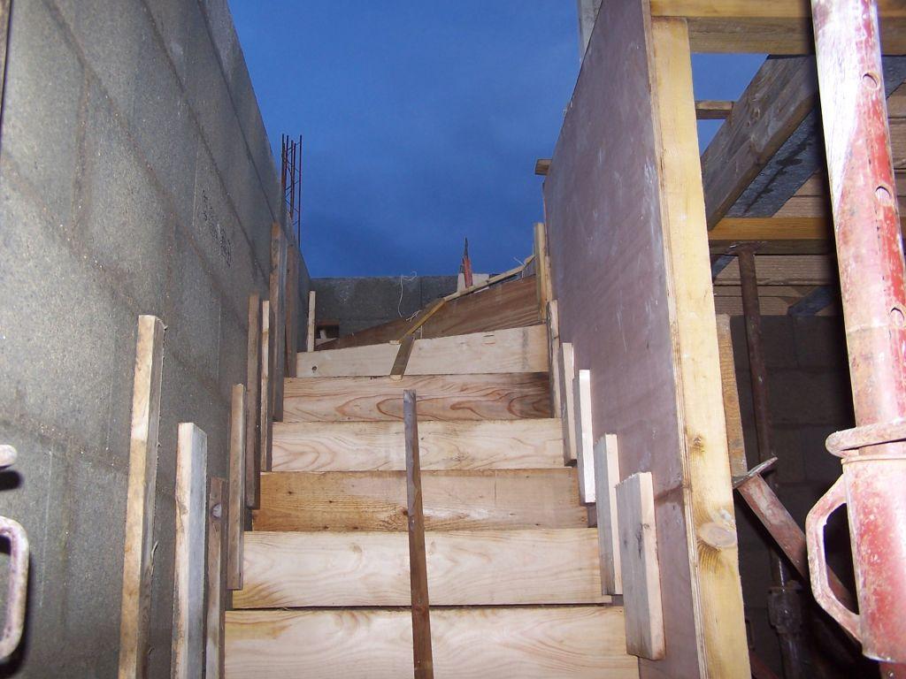 reprise des travaux escalier coffr fabrication du gabarit pour le coffrage de l 39 oeil de. Black Bedroom Furniture Sets. Home Design Ideas