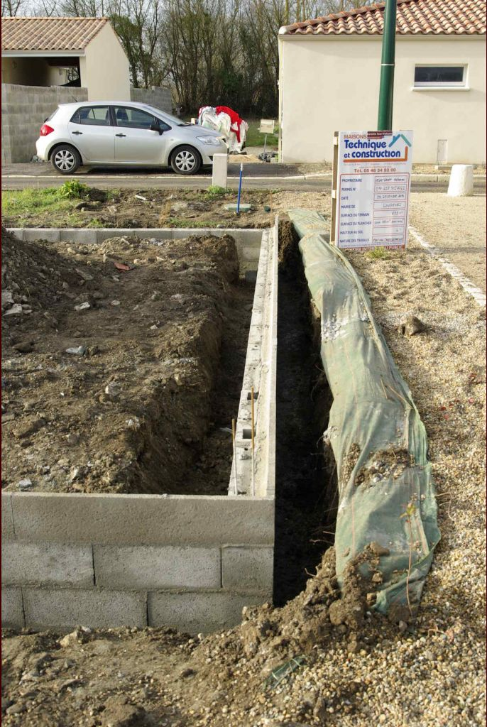 Notre maison long ves longeves charente maritime - Regles de construction en limite de propriete ...