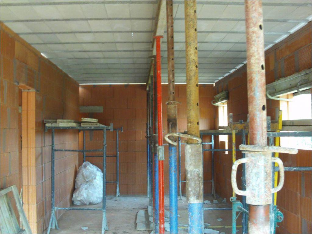 RDC terminé : vue du garage   lingerie au fond