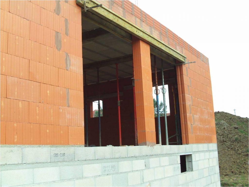 Vue extérieure sur les ouvertures des baies vitrées.