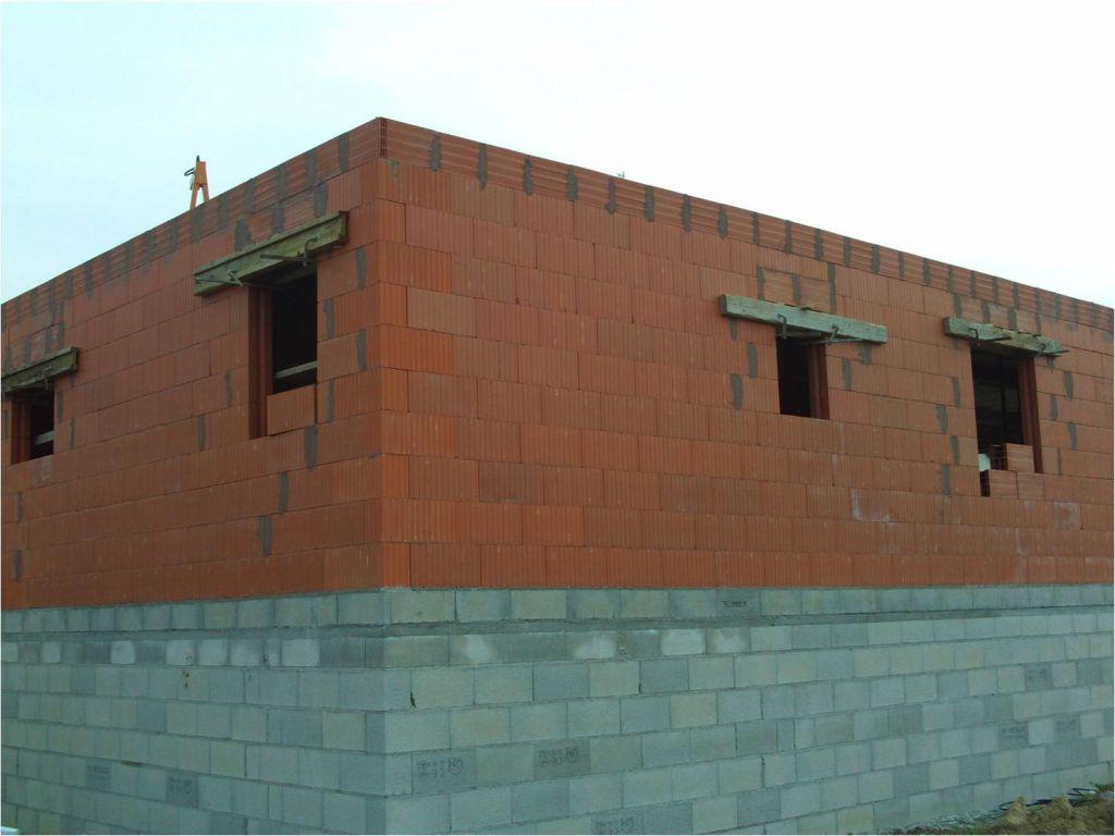 Vue extérieure sur le mur Nord (sdb   chbre) et Est (lingerie   garage)