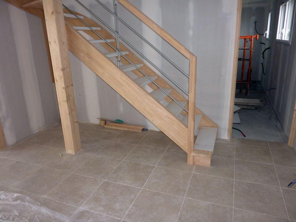 Cage d 39 escalier carrelage salon cuisine fin du for Apprendre a poser du carrelage