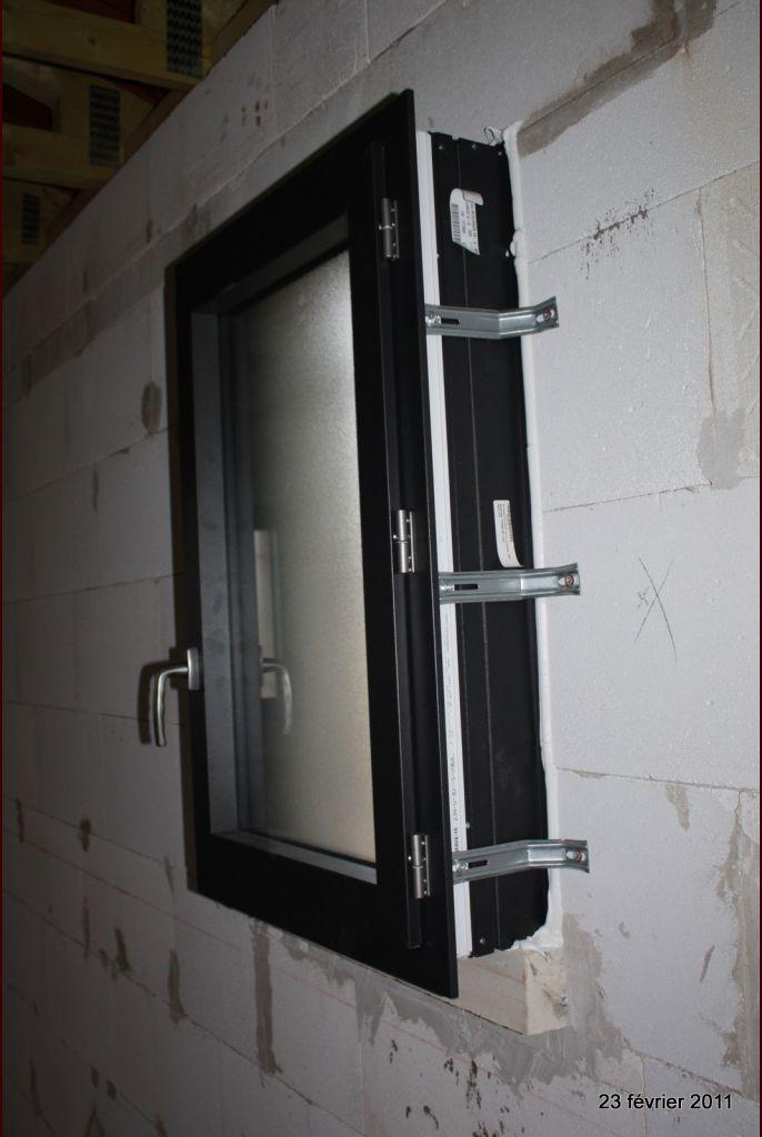 Pose de l 39 escalier et finitions test d 39 infiltrom trie for Peindre une porte de garage en pvc