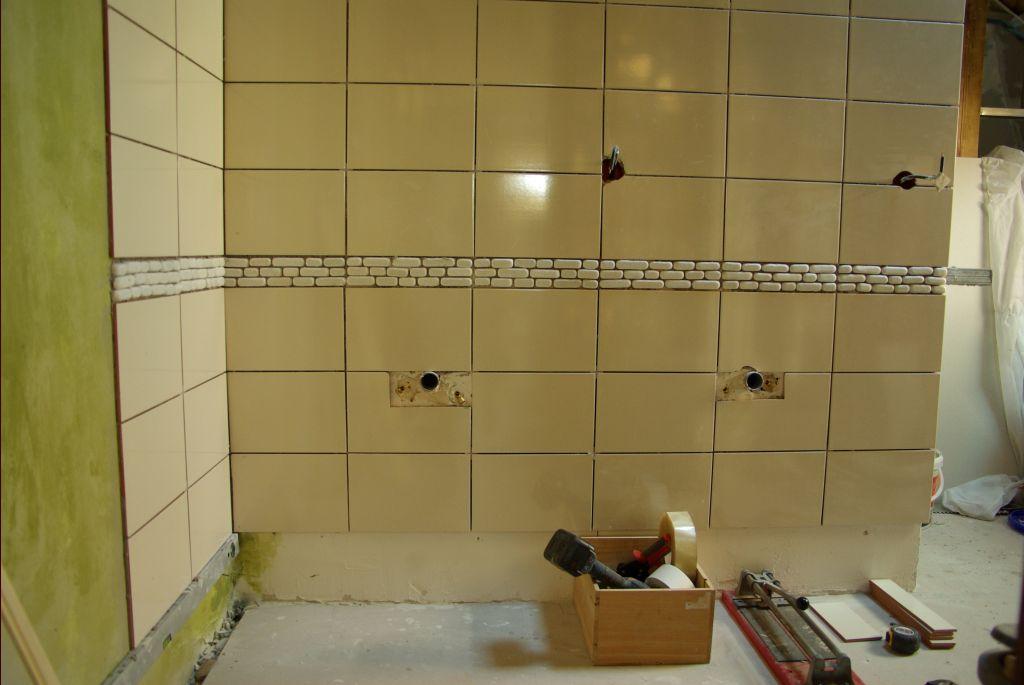 carrelage salle de bain en cour carrelage sol salle de bain la fin de la salle de bain. Black Bedroom Furniture Sets. Home Design Ideas