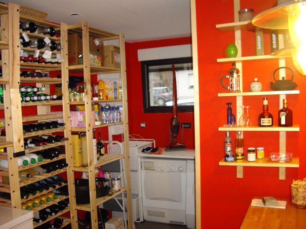 amnagement cellier cuisine rangement bouteille de vin. Black Bedroom Furniture Sets. Home Design Ideas