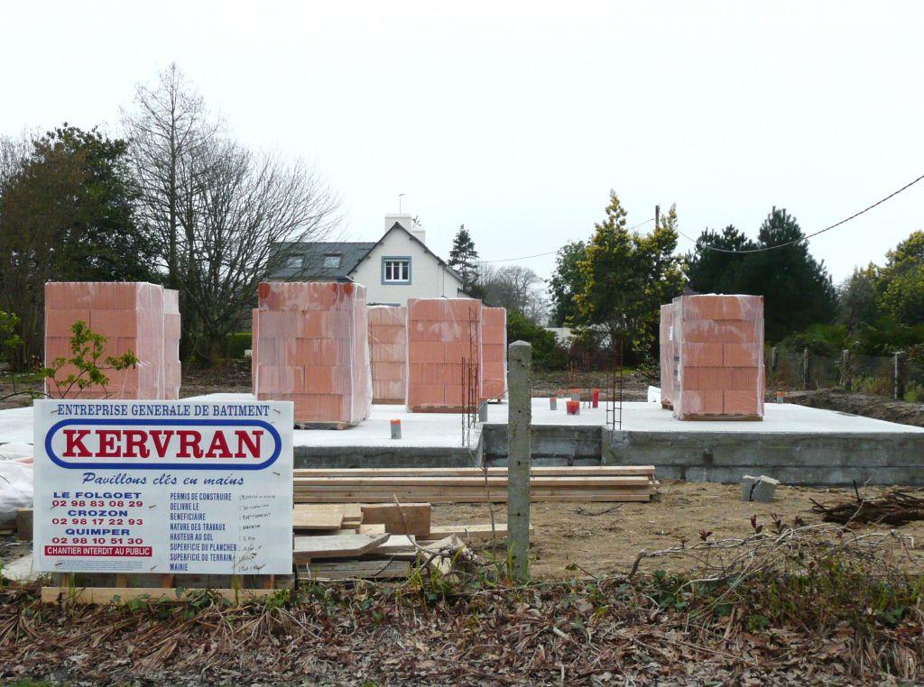 Arrivée des briques rouges sur le chantier !!!!