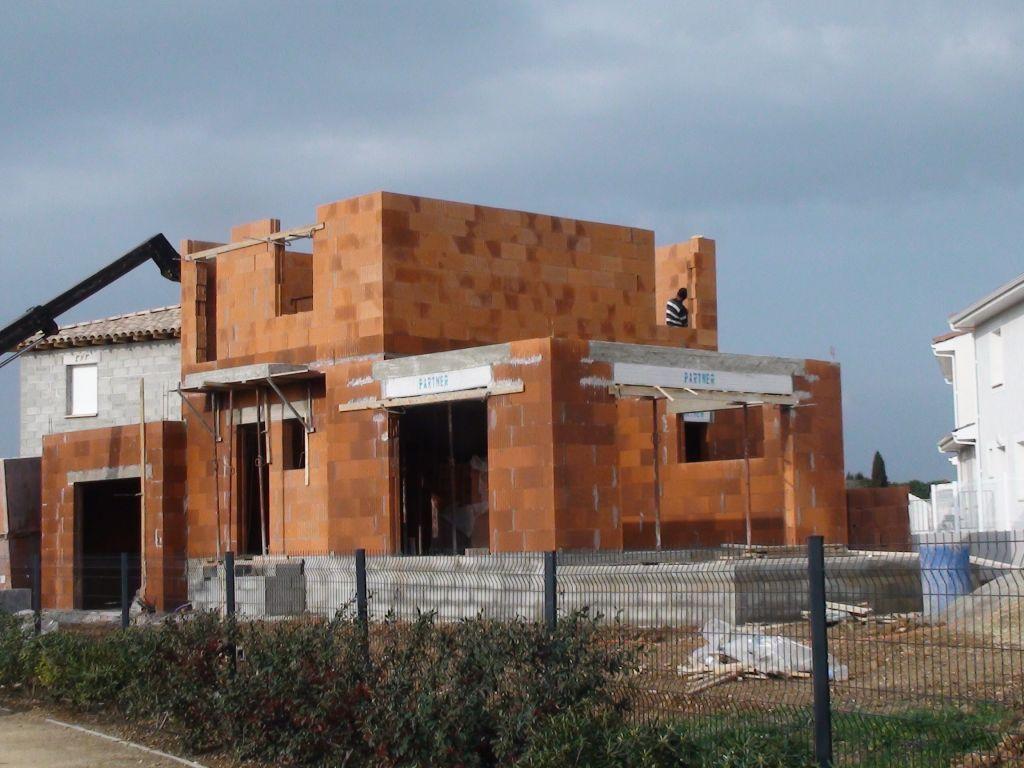 photo constructions briques alv olaires monomur aimargues gard 30 mars 2011. Black Bedroom Furniture Sets. Home Design Ideas
