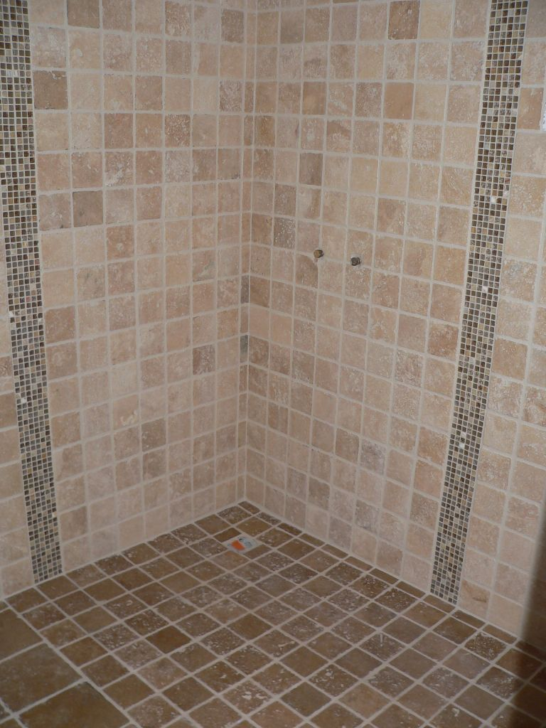 Vos avis sur douche italienne en travertin 86 messages for Salle de bain carrelage marron