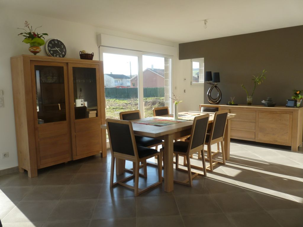 séjour <br /> les meubles ont été acheté à l'usine localde fabrication de meubles en chêne francais( à 200M), on les adore <br /> ils sont en teinte chêne blanchi