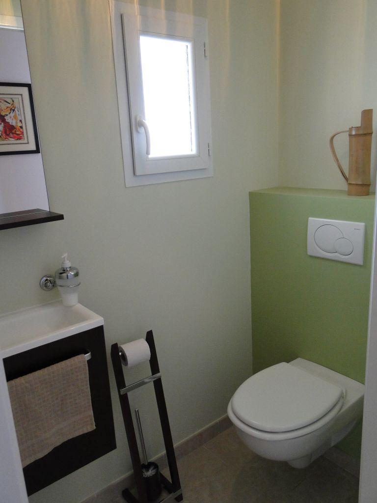 Décoration des toilettes quasiment terminée. Nous pensons mettre un tableau sur le mur au-dessus du WC... il n'y a plus qu'à le trouver !