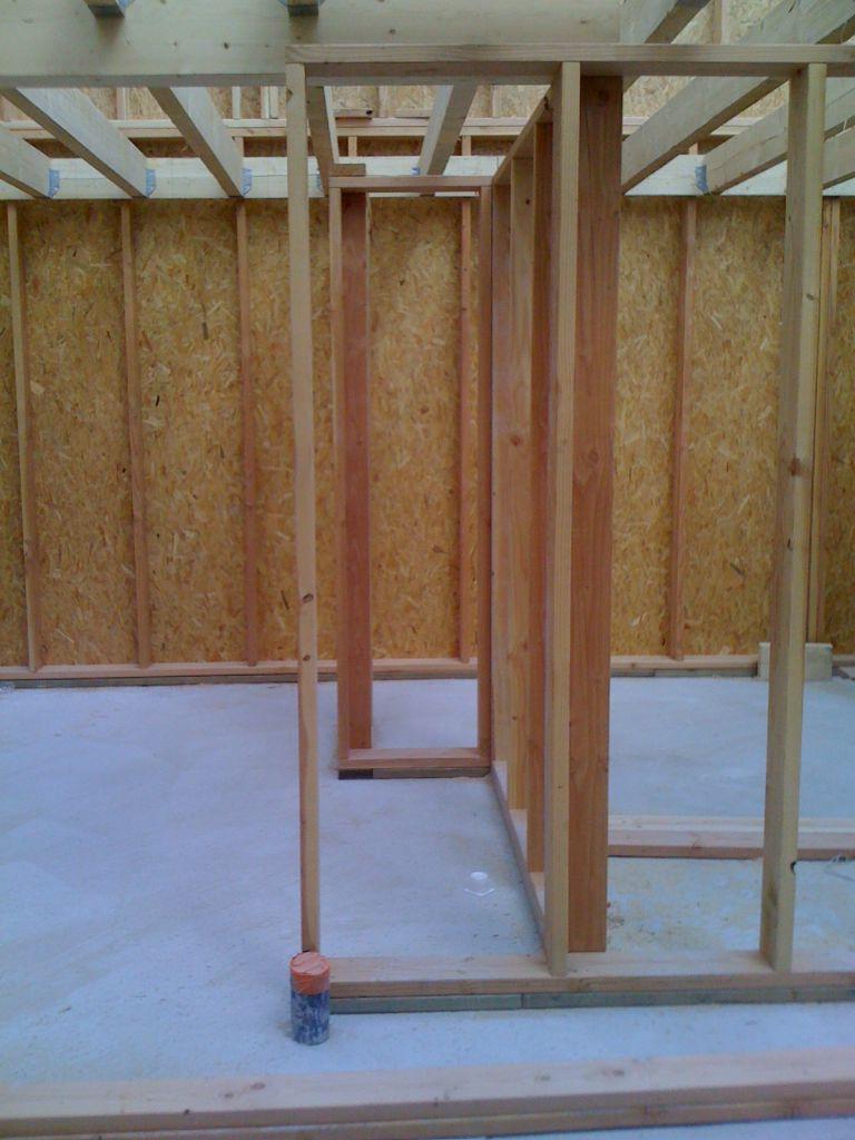 L 39 ossature bois de l 39 tage est pos e pose du plancher isolation - Isolation phonique plancher bois l etage ...
