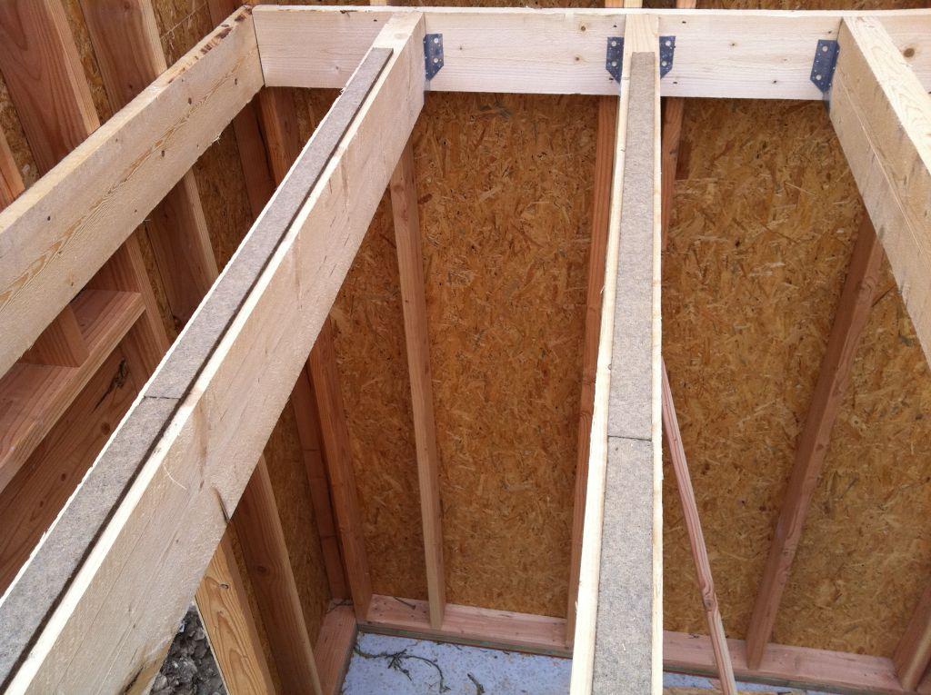 l 39 ossature bois de l 39 tage est pos e pose du plancher isolation phonique pose de la. Black Bedroom Furniture Sets. Home Design Ideas
