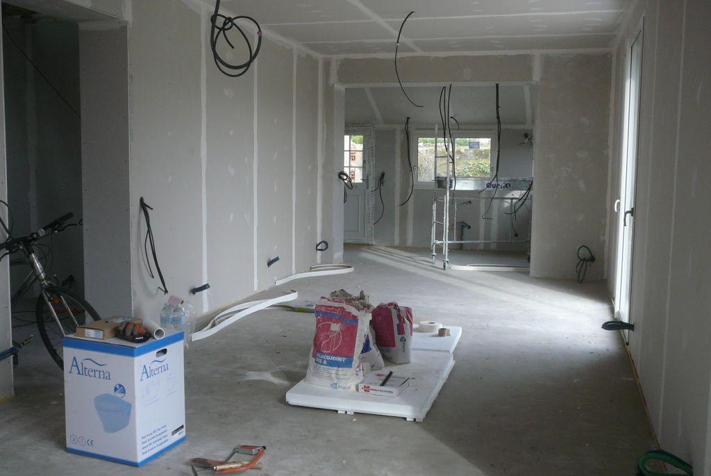 Salon / Salle à manger  de 39m2 au fond la cuisine <br /> A droite, l'entrée