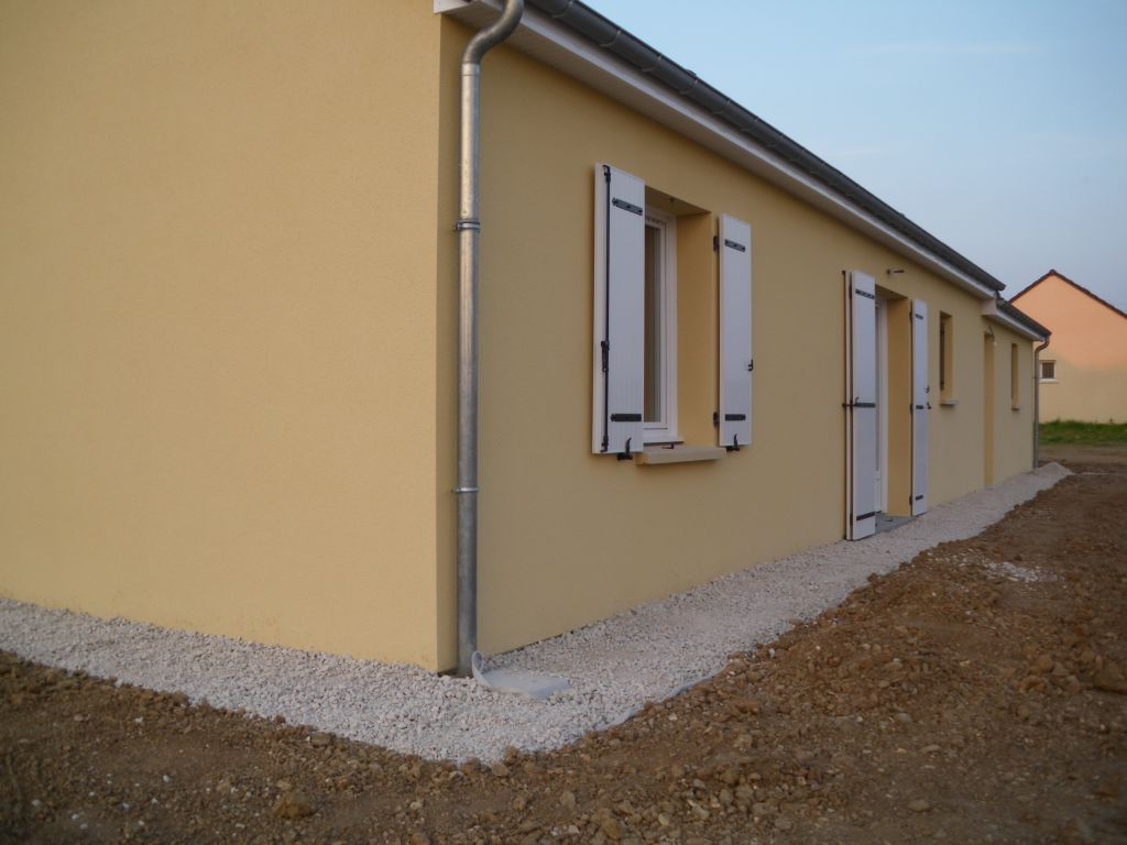 Protection de l 39 enduit contre les claboussures de la for Protection mur exterieur enterre