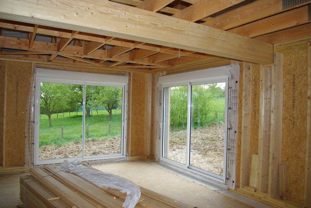 Les baies vitrées coulissantes nous plaisent vraiment et laisse passer ce qu'il faut de lumière dans la maison.