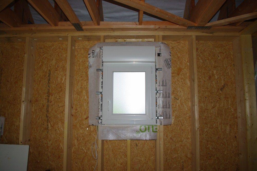 fenêtre de salle de bain / ou toilette