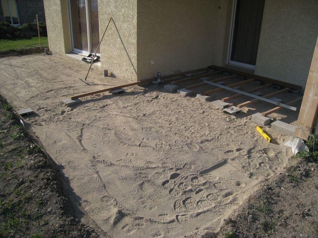 Lit de sable pose des moellons terrasse poncins loire for Terrasse sur lit de sable