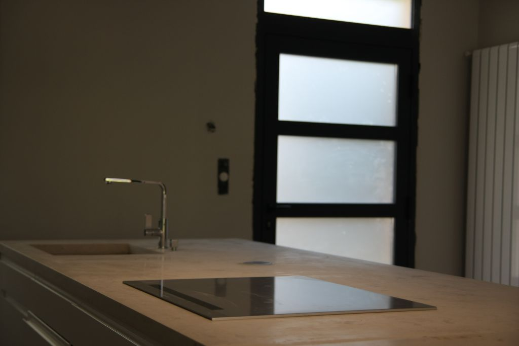 Installation plan de travail, Perpignan (Pyrenees Orientales)