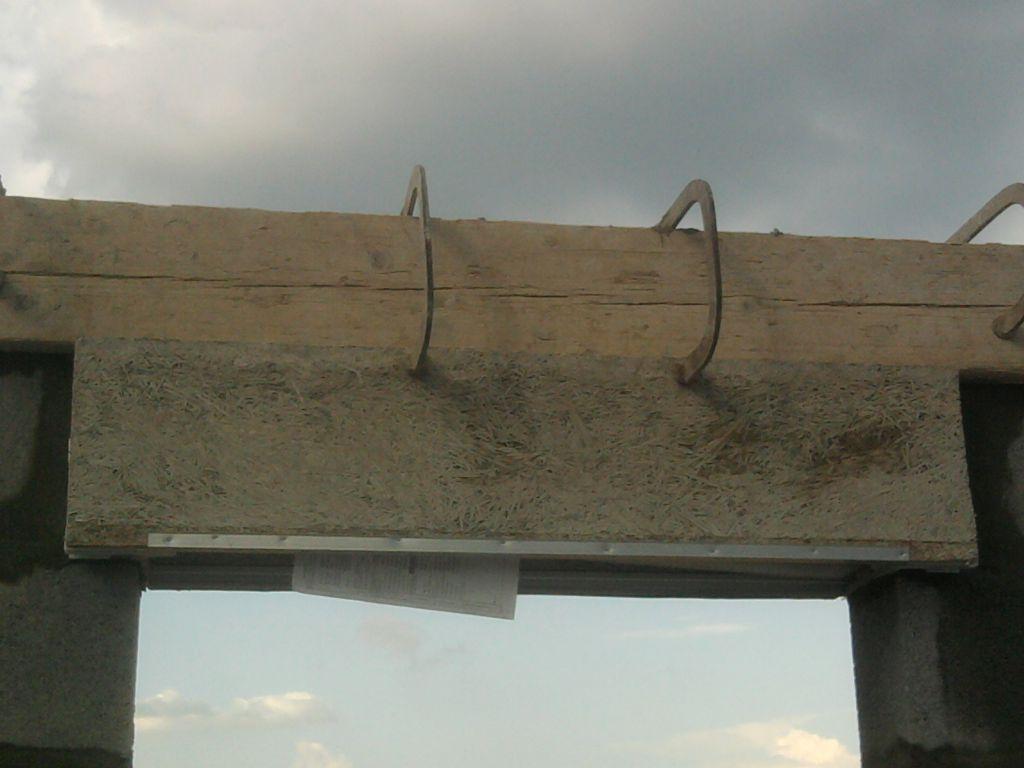 le linteau est coulé ainsi que le chainage au dessus