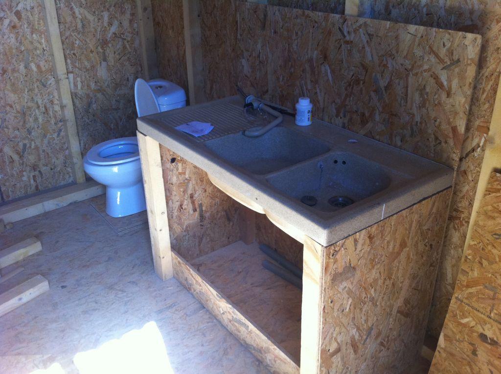 suite abri de jardin pr paration vier et wc suite abri de jardin pose vier et wc. Black Bedroom Furniture Sets. Home Design Ideas