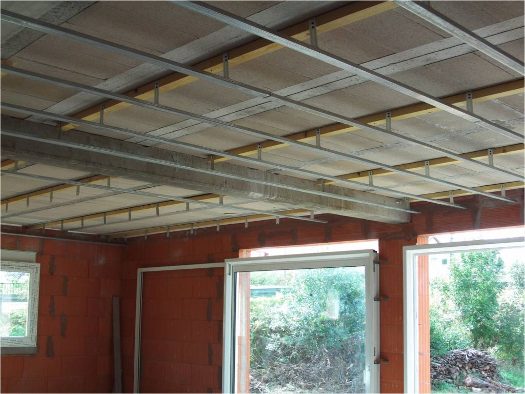 Comment fixer les suspentes sous un plafond hourdis b ton for Fixation faux plafond suspendu